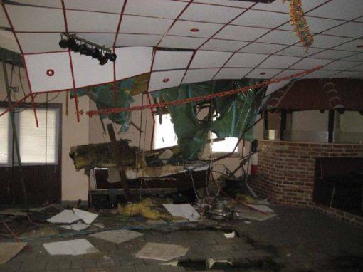 Jugendclub Gebäudeschaden nach Baumsturz bei Tornado